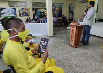 Seap recebe doação de 550 exemplares de livros religiosos