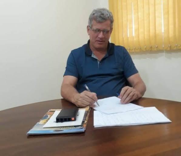 Ao aparecer como sócio administrador de empresa Paulo Wadt pode ter cometido infração extremamente grave e ser demitido