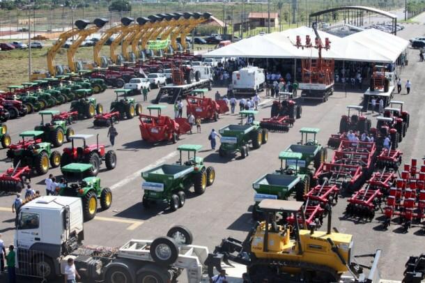 Sobre homens e máquinas – Ao apresentar máquinas usadas, governo mostra falta de projeto para o produtor