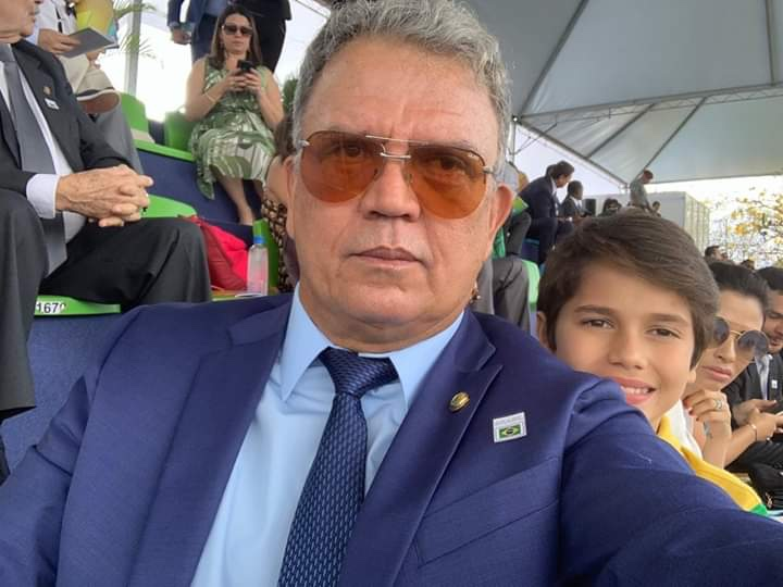 Senador Sérgio Petecão está com novo visual