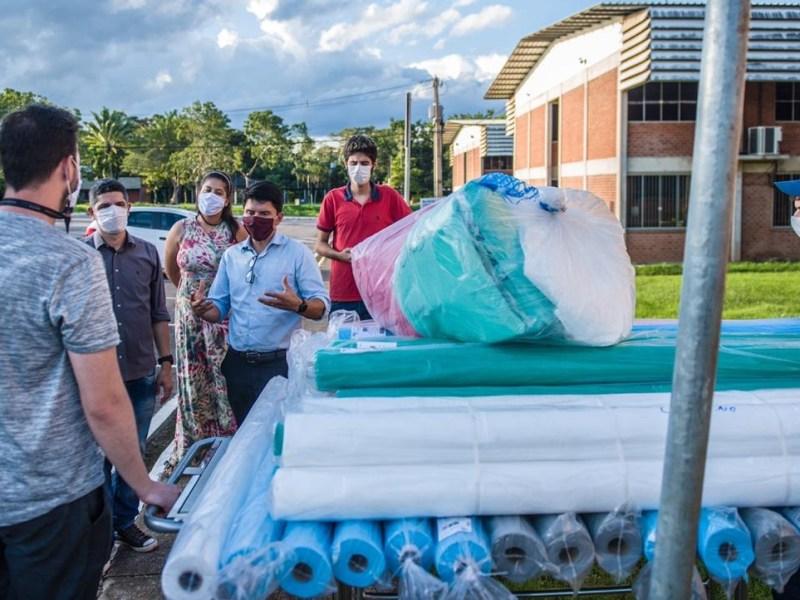 Deputados doam materiais para estudantes na UFAC produzirem EPI's a servidores em saúde