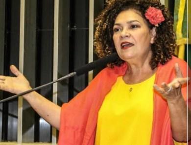 """""""Governador nomeia comunista de 30 anos de carteirinha para a Educação"""", escreveu Perpétua"""