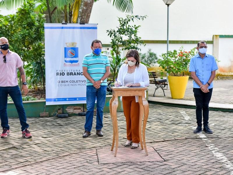 Prefeitura assina ordem de serviço para conservação, recuperação e restauração de vias na Cadeia Velha