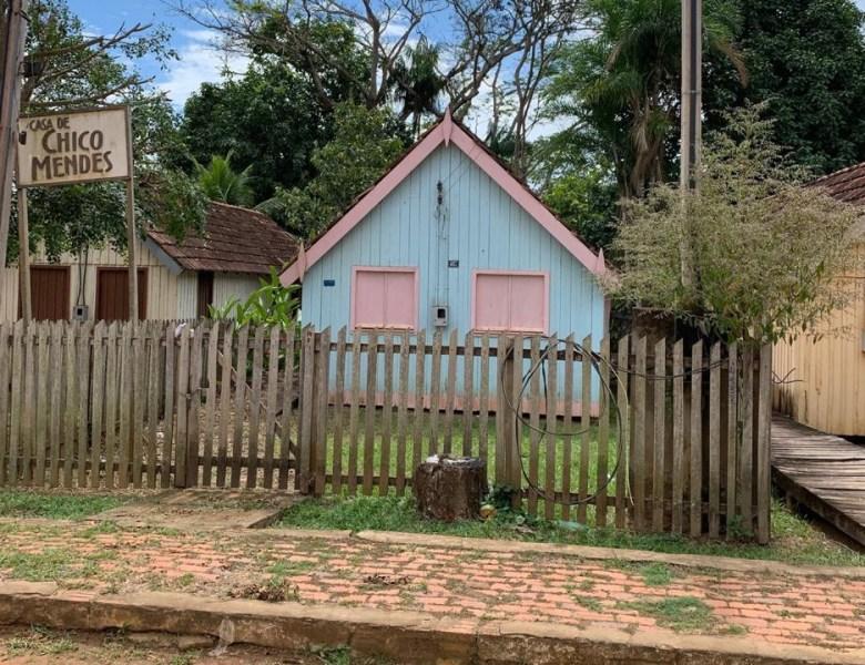 Abandonada, casa de Chico Mendes se deteriora; memória de líder seringueiro é ameaçada