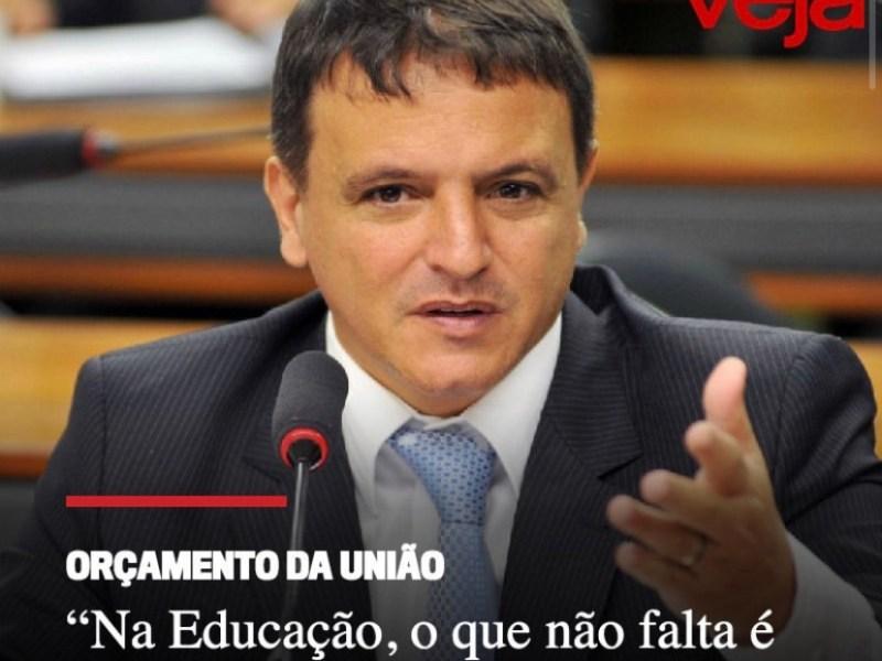 'Na educação, o que não falta é dinheiro', diz relator do Orçamento