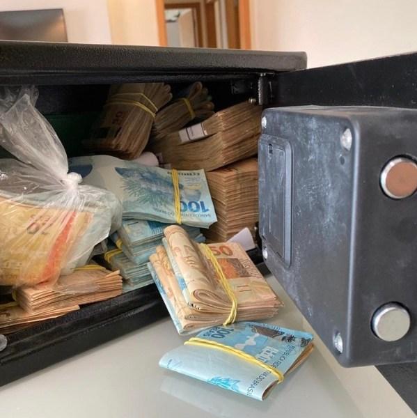 Presidente da Aleac teria recebido verbas públicas em conta pessoal; PF achou mais de R$120 mil em cofre na casa dele