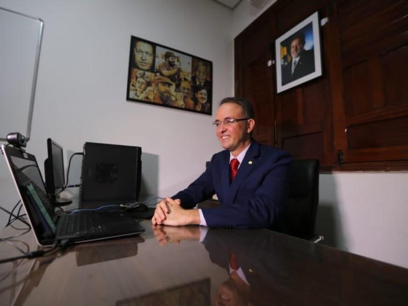 Léo de Brito é empossado como deputado federal