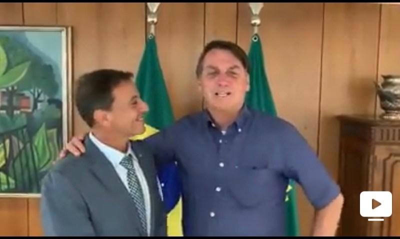 Como bobo da corte e querendo agradar Bocalom, Bittar grava vídeo curto com Bolsonaro