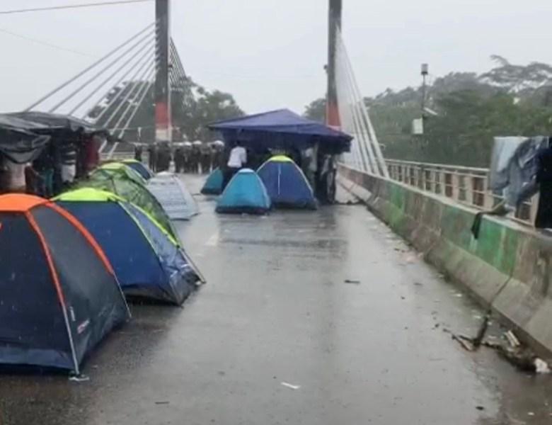VÍDEO: Veja como estão os haitianos na Ponte da Amizade, em Assis Brasil
