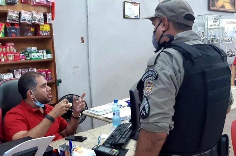 Polícia fecha comércio em Epitaciolândia; empresária é conduzida à delegacia