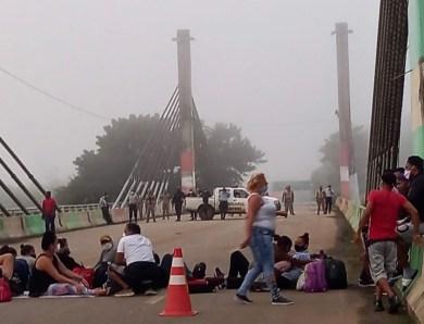 Ponte em Assis Brasil volta a ser bloqueada, desta vez por cubanos