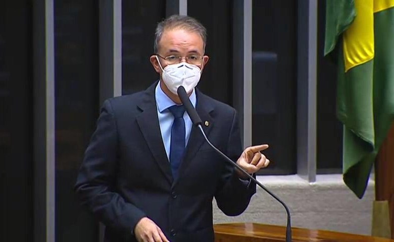 """""""O Brasil está abandonado"""", diz Leo de Brito em discurso na Câmara dos Deputados"""