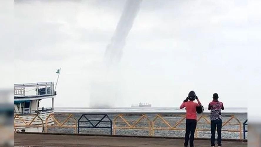Tromba d'água surpreende moradores em Santarém. Veja os vídeos!