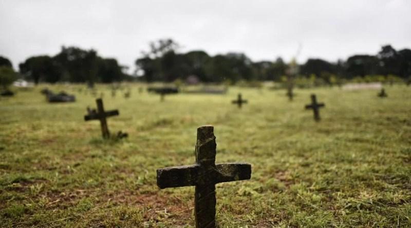 """Homem desenterra cadáver da avó: """"Queria doar meus órgãos a ela"""""""