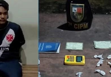 VEJA VÍDEO: POLÍCIA MILITAR PRENDE TRAFICANTE VENDENDO DROGAS NO CARTÃO EM PRESIDENTE FIGUEIREDO