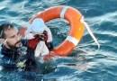 Guarda espanhola divulga imagem de resgate de bebê migrante no mar