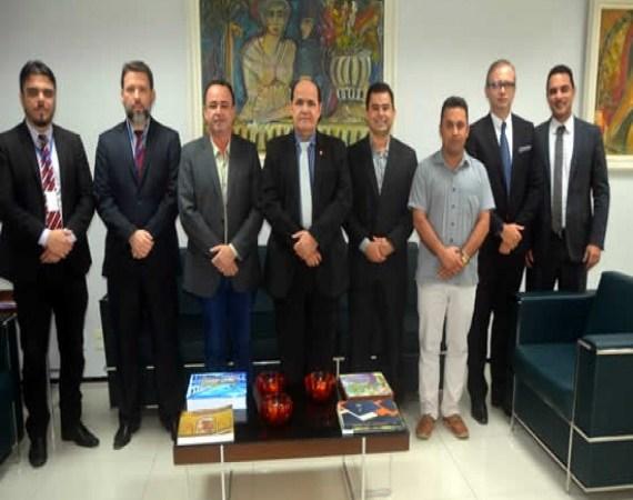 Arquimedes participa de visita da direção da FAMEM ao Ministério Público do MA