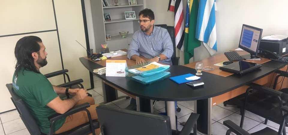 Presidente da Câmara recebe a visita do pároco de Coelho Neto