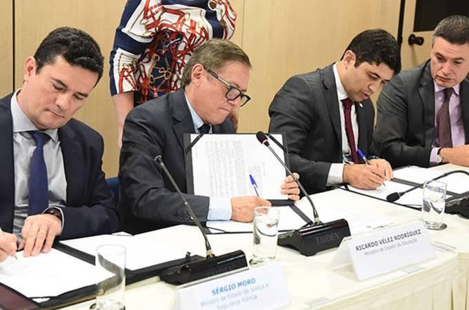 O dia em que Bolsonaro anunciou a Lava Jato da Educação…