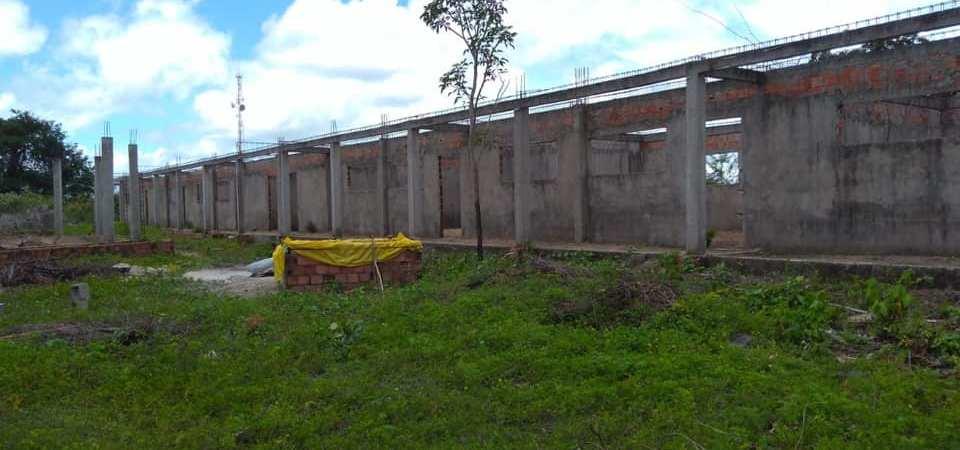 Prefeito retoma construção de escola abandonada em Afonso Cunha