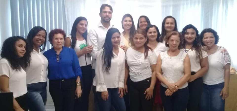 Câmara de Coelho Neto homanegeia servidoras pela passagem do Dia da Mulher