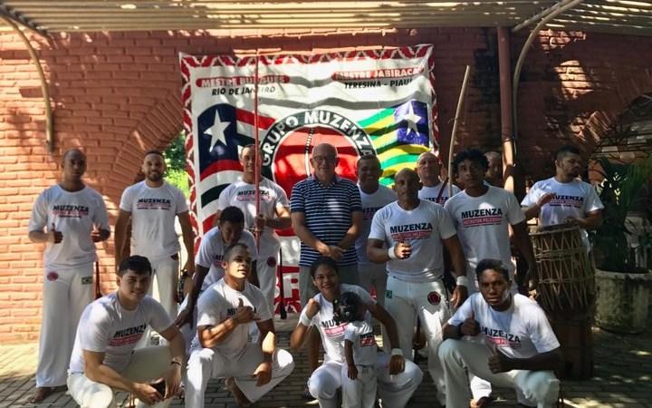 Jorge Oliveira prestigia capoeiristas de Duque Bacelar