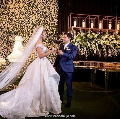 Solenidade concorrida marca casamento de Bruno Silva e Andressa Chaves