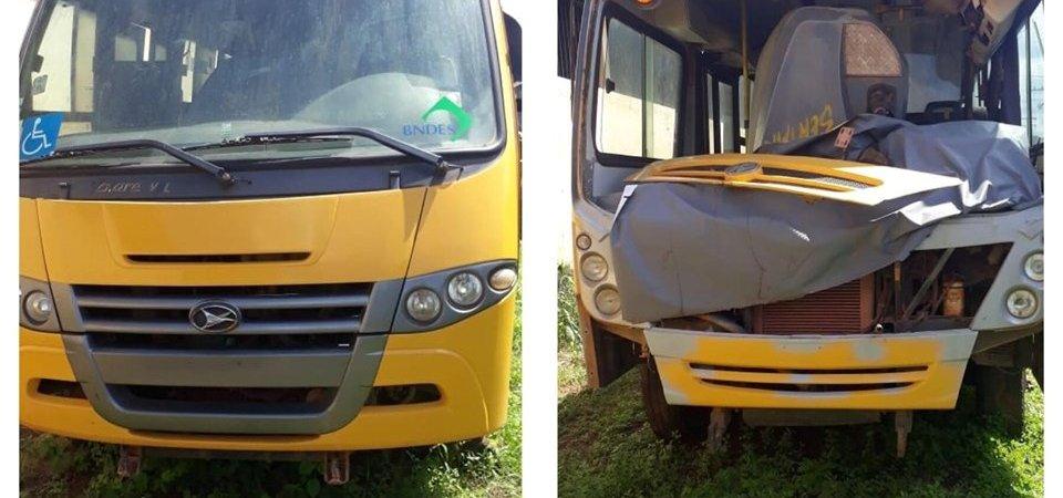 Abandonados, ônibus escolares se deterioram na garagem da Secretaria de Educação de Coelho Neto