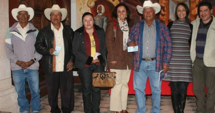 Entregan recursos del PACMyC 2012