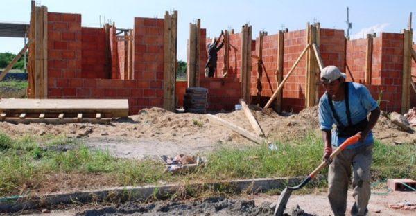 Proyecta Estado construcción de 30 mil casas en este año