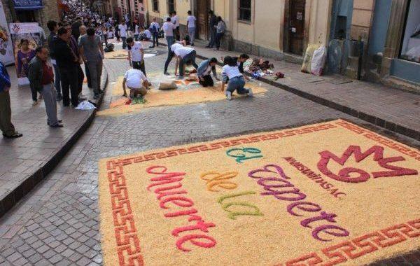 """Lista Manos Unidas de Guanajuato para la IX muestra de arte efímero  """"El Tapete de la Muerte"""""""
