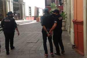 Policías detienen a presunto delincuente