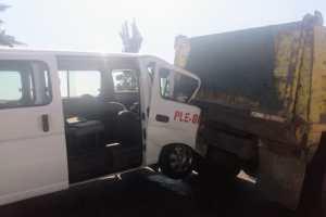 Choca camioneta contra tolva en la autopista