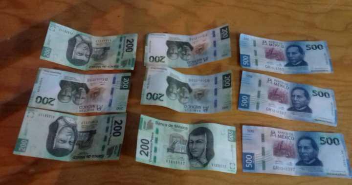 Paga teléfono con billetes falsos