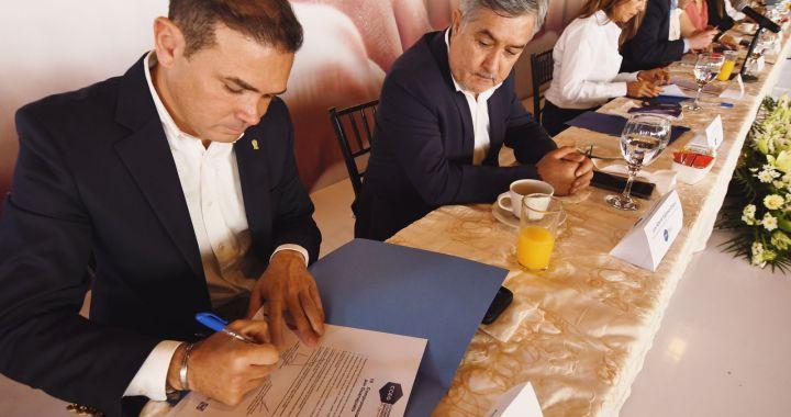 Firman candidatos compromisos con el CCEG