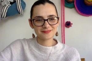 Vanessa Freitag, artista del lenguaje textil y profesora UG