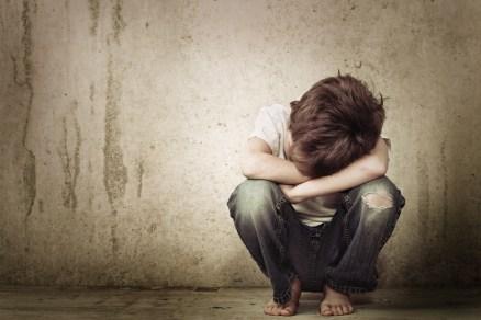 Resultado de imagem para criança abandonada