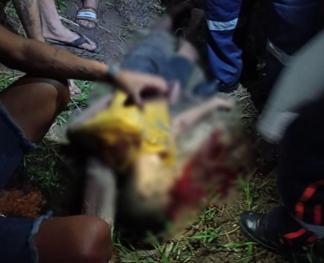 ACIDENTE COM TRÊS PESSOAS EM UMA MOTO RESULTA NA MORTE DO CONDUTOR NA PB-073