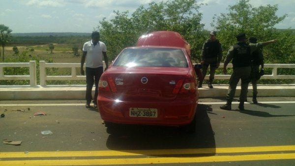 Acidente deixa trânsito interditado na BR-230 em Oeiras 4