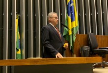 URGENTE:  Após sofrer infarto o deputado federal Assis Carvalho veio a óbito em Oeiras 18