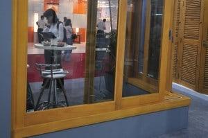 janela-de-correr-90-graus-esquadrias-de-madeira -RJ