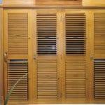 Porta-CAMARAO-Pantografica-com-veneziana-movel-madeira