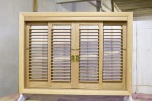 janelas venezianas articuladas moveis palhetas esquadrias madeira