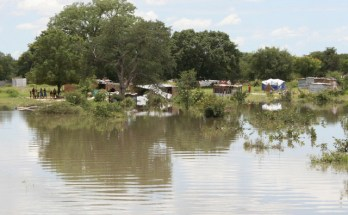 A VILA-sede distrital de Machanga está nas últimas horas a ser invadida pelo transbordo das águas da bacia do rio Save devido à subida do caudal do mesmo curso de água no último fim-de-semana.