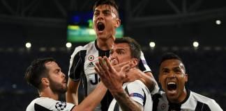 A Juventus recebeu e bateu esta terça-feira o FC Barcelona, por 3-0, com um 'bis' do argentino Paulo Dybala, na primeira mão dos quartos de final da Liga...