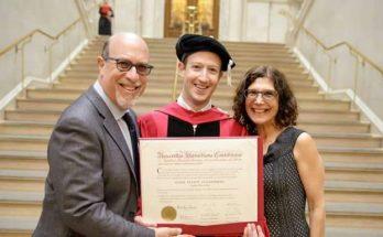 Depois de ter abandonado a faculdade, há praticamente 12 anos, agora Mark Zuckerberg é oficialmente licenciado pela sua anterior Universidade,