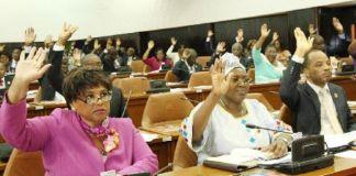 Os deputados ao parlamento angolano voltaram atrás na decisão de criminalização total do aborto, aprovada em Março, e a nova proposta do Código Penal,
