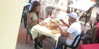 O jovem empresário moçambicano Guyzzelh Ramos foi flagrado recentemente almoçando com a sua ex-namorada, Alichia Adams numa das esquinas da capital do pais