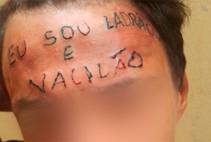 Juíza decreta prisão de tatuador e amigo que tatuaram na testa de bandido, Além de Ronildo, Wesley Carvalho dos Reis, 27 anos, também foi preso em flagrante