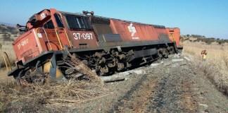 Um comboio descarrilou entre Machadodorp e Carolina em Mpumalanga depois que faixas foram roubadas na noite de sexta-feira 16.